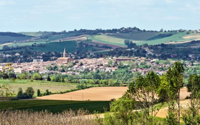 La commune de Beaumont-de-Lomagne, dans le Tarn-et-Garonne (région Occitanie). (Crédit : Didier Descouens / Wikimédia / CC BY-SA 4.0)