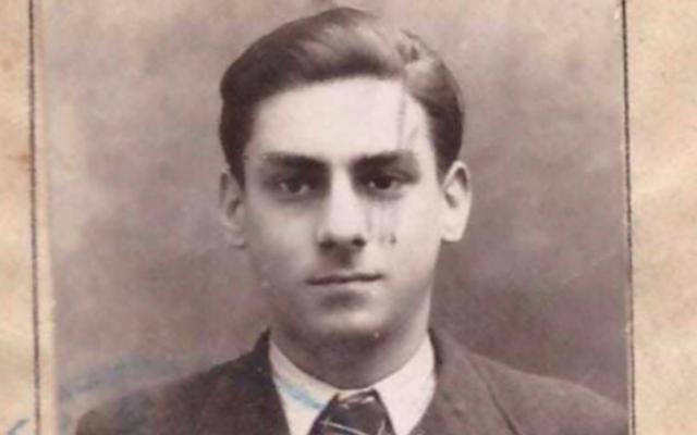 Gérard Alexandre, auteur d'un journal de guerre écrit durant la Seconde Guerre mondiale et aujourd'hui publié par sa famille sur Facebook, ici en classe de seconde à Albi. (Crédit : famille Alexandre / Facebook)