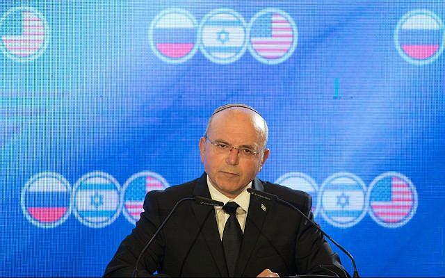 Meir Ben-Shabbat, le chef du Conseil de sécurité nationale, s'exprime lors d'une réunion trilatérale à Jérusalem des conseillers à la sécurité nationale israéliens, américains et russes, le 25 juin 2019. (Noam Revkin Fenton/Flash90)