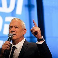 Le leader de Kakhol lavan, le député Benny Gantz, prend la parole lors d'une conférence de la 12e chaîne de télévision à Tel Aviv, le 5 septembre 2019. (Hadas Parush/Flash90)