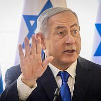 Le Premier ministre Benjamin Netanyahu lors de la réunion hebdomadaire du cabinet dans la Vallée du Jourdain, le 15 septembre 2019 (Crédit : Marc Israel Sellem/POOL)