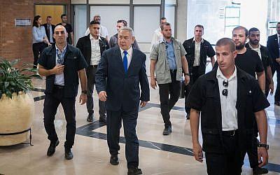 Le Premier ministre Benjamin Netanyahu se rend à la Knesset le 15 septembre 2019, deux jours avant les élections. (Yonatan Sindel/Flash90)