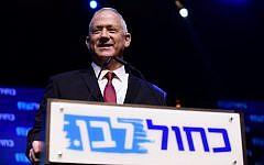 Le président du parti Kakhol lavan, Benny Gantz, au siège du parti le soir des élections à Tel Aviv, dans les premières heures du 18 septembre 2019. (Tomer Neuberg/Flash90)