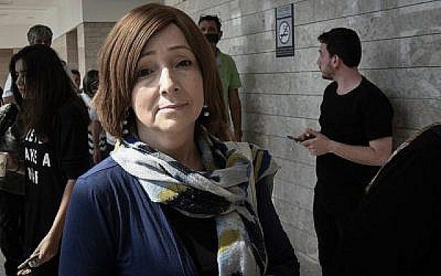 Larissa Trimbobler, épouse d'Ygal Amir,au tribunal de Lod, le 19 septembre 2019 (Crédit : Flash90)