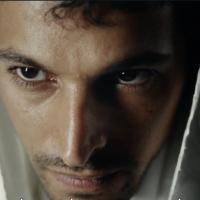 "Yehuda Nahari qui joue Yigal Amir dans le film ""Incitation"" (Capture d'écran/Douzième chaîne)"