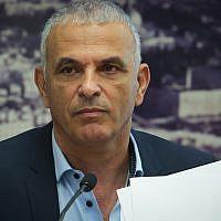 Le ministre des Finances Moshe Kahlon durant une conférence de presse au ministère des Finances à Jérusalem, le 23 septembre 2019. (Crédit : Flash90)
