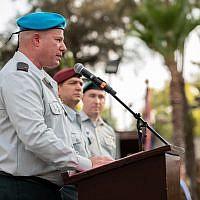 Le général de brigade Hidai Zilberman, porte-parole entrant, lors d'une cérémonie pour son successeur et homologue Ronen Manelis, le 15 septembre 2019. (ICrédit : armée israélienne)