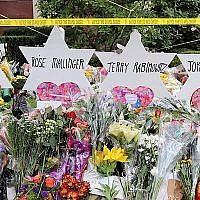 Un mémorial pour les victimes de la tuerie de la Synagogue de l'arbre de vie à Pittsburgh. (Hane Grace Yagel via JTA)
