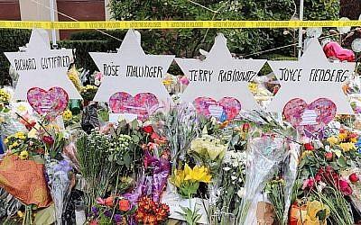 Un mémorial pour les victimes de la tuerie de la Synagogue Arbre de vie à Pittsburgh. (Hane Grace Yagel via JTA)