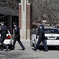 Des officiers de police d'Indianapolis, le 19 mars 2013. (Michael Conroy/AP)