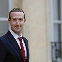 Mark Zuckerberg, le PDG de Facebook, quitte le Palais de l'Elysée après sa rencontre avec le président français Emmanuel Macron à Paris, le 10 mai 2019. (AP Photo/Francois Mori)