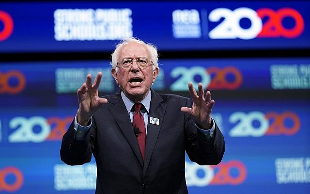 Le sénateur du Vermont Bernie Sanders, candidat à l'investiture présidentielle, s'exprime lors du Forum présidentiel de l'Association d'éducation nationale pour des écoles publiques fortes, le 5 juillet 2019 à Houston. (AP Photo/David J. Phillip)