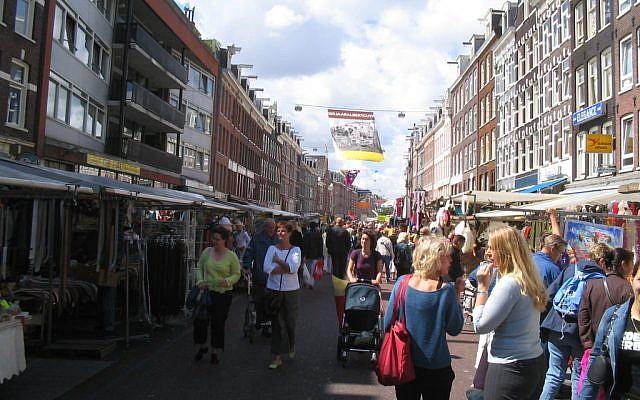 Le marché Albert Cuyp Market à Amsterdam, où un père et son fils juifs ont été poignardée en mars 2019. (CC BY-SA 3.0, Michiel1972, Wikipedia)