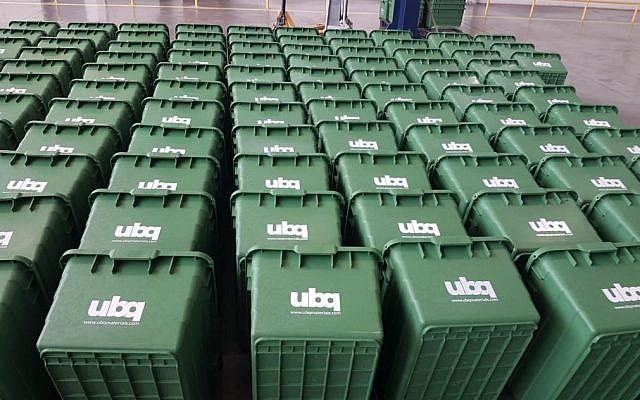 Des poubelles fabriquées avec le matériel UBQ (Crédit)