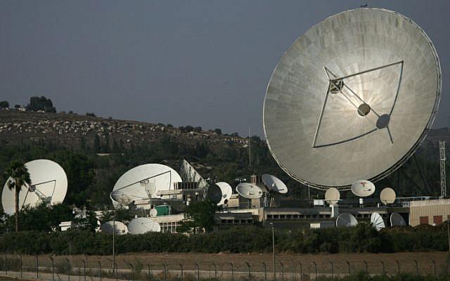 Photo d'une antenne satellite (Nati Shohat/Flash90)