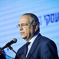 Shraga Brosh, le président de l'association des producteurs d'Israël, intervient à une conférence de business à Tel Aviv le 21 février 2019. (Flash90)