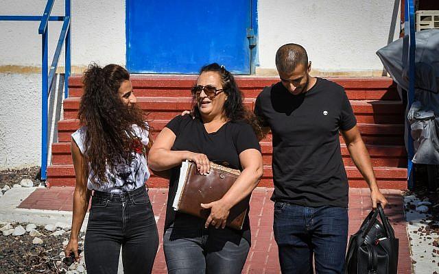 Simona Mori (centre) à sa sortie de la prison de Neve Tirza à Ramle, le 25 septembre 2019. (Avshalom Shoshoni/Flash90)