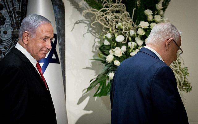 Le Premier ministre Benjamin Netanyahu et lepPrésident Reuven Rivlin à la résidence du président à Jérusalem, le 25 septembre 2019, où Netanyahu vient d'être chargé de former le prochaine gouvernement israélien. (Yonatan Sindel/Flash 90