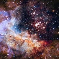 Cette photo non datée fournie par la NASA a été prise par le télescope spatial Hubble qui montre une amas d'étoiles dans la Constellation Carina, il y a 20 000 années lumière de la terre. (NASA/ESA/Hubble Heritage Team/A. Nota, Westerlund 2 Science Team via AP)