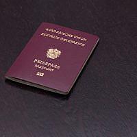 Passeport européen de nationalité autrichienne. (Crédit : iStock)