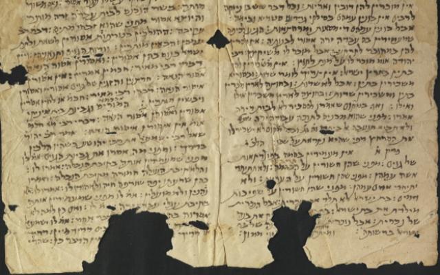 Ce fragment du Traité Avoda Zara de la Mishnah représente le premier témoignage d'un texte rabbinique trouvé dans les pays persanophones à l'est du centre rabbinique traditionnel de Babylonie. (Bibliothèque nationale d'Israël)