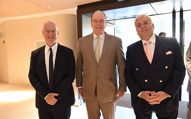 De gauche à droite : Le professeur et président de l'Université de Tel Aviv Ariel Porat, le Prince Albert II de Monaco et Aaron G. Frenkel. (Crédit : Université de Tel Aviv)