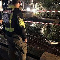 Le bassin ornemental où un groupe de jeunes hommes a été électrocuté à Tel Aviv, le 20 septembre 2019 (Crédit : Issachar Weiss/Magen David Adom)