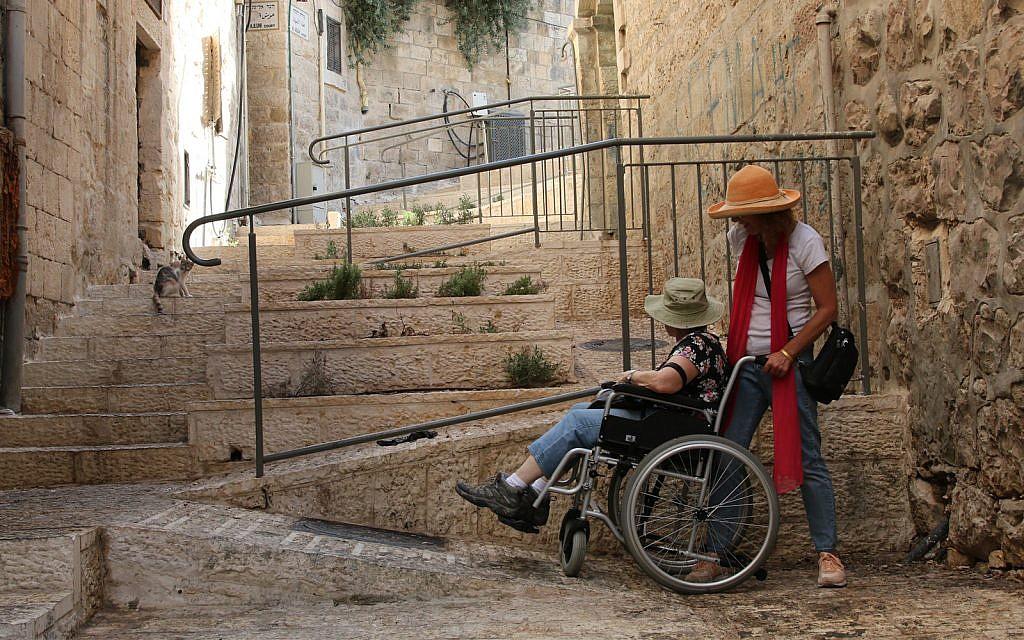 Les rampes d'accessibilité dans le quartier musulman de Jérusalem (Crédit : Shmuel Bar-Am)