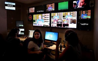 La régie dans le studio de Keshet, le 10 juillet 2012. (Crédit : Moshe Shai/Flash90)