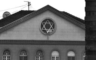 La synagogue Sukkat Shalom de Belgrade, en Serbie. (Crédit : CC BY-SA 3.0, Krumb77, Wikipedia)