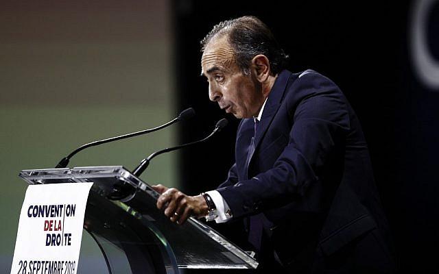 """Le polémiste Eric Zemmour à la """"Convention de la Droite"""" à Paris, le 28 septembre 2019. (Crédit : Sameer Al-Doumy / AFP)"""