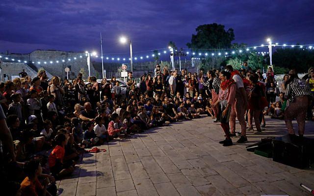 Une représentation a lieu pendant le festival Acre in Hebrew Fringe Theater Festival à Acre, le 16 octobre 2019. (EMMANUEL DUNAND / AFP)
