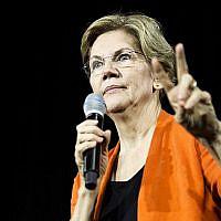 La candidate démocrate à la présidence, la sénatrice Elizabeth Warren , pendant un événement à Norflok, en Virginie, le 18 octobre 2019 (Crédit : Zach Gibson/Getty Images/AFP)