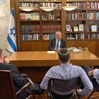 Le Premier ministre Benjamen Netanyahu reçoit ses alliés des partis de droite et ultra-orthodoxes à son bureau de Jérusalem, le 23 octobre 2019. (Raoul Wootliff/Twitter)