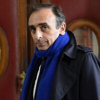 Le journaliste et écrivain français Eric Zemmour au tribunal de Paris, pour son procès pour incitation à la haine raciale, le 6 novembre 2015. (Crédit : BERTRAND GUAY/AFP/Getty Images)