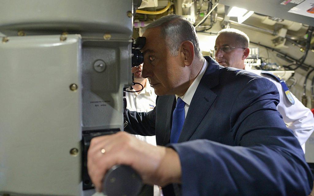 Le Premier ministre Benjamin Netanyahu lors d'une cérémonie d'inauguration d'un nouveau sous-marin, le Rahav, à la base navale israélienne de Haïfa, le 12 janvier 2016. (Kobi Gideon/GPO)