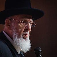 Le chef spirituel du Shas, Rabbi Shalom Cohen, s'exprime lors d'une conférence du parti à Jérusalem, le 27 septembre 2018. (Aharon Krohn/Flash90)