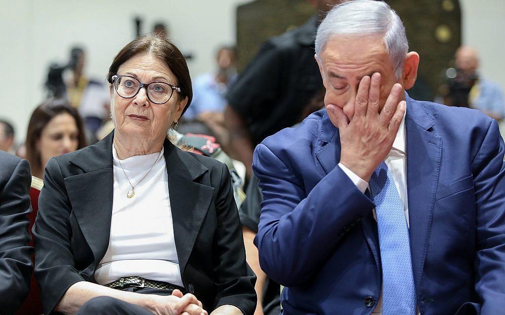 Le Premier ministre Benjamin Netanyahu (à droite) et la présidente de la Cour suprême Esther Hayut. (Noam Revkin Fenton/Flash90)