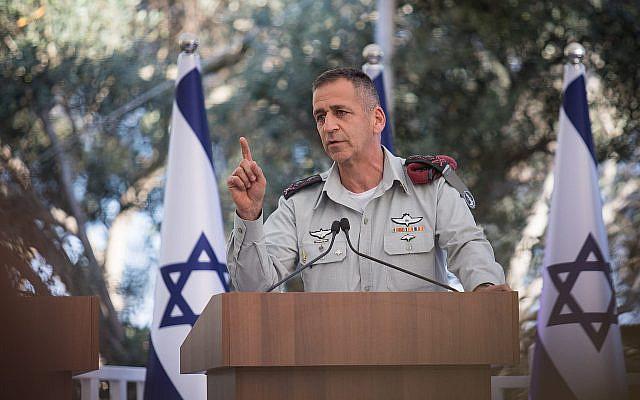 Le chef d'état-major de Tsahal Aviv Kohavi prend la parole lors d'une cérémonie en l'honneur de réservistes exceptionnels de l'armée israélienne à la résidence du président à Jérusalem, le 1er juillet 2019. (Hadas Parush/Flash90)