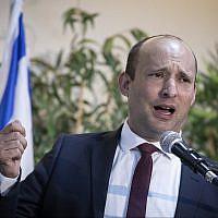 Naftali Bennett, chef de HaYamin HaHadash, durant une conférence de presse à Expo Tel Aviv, le 5 septembre 2019 (Crédit : Hadas Parush/Flash90)