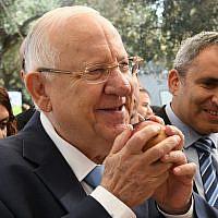 Le président Reuven Rivlin à sa résidence officielle à Jérusalem pour un événement célébrant Souccot, le 17 octobre 2019. (Amos Ben Gershom/GPO)