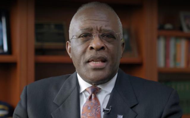 Le recteur de l'université de l'Illinois, Robert Jones (Capture écran/YouTube)
