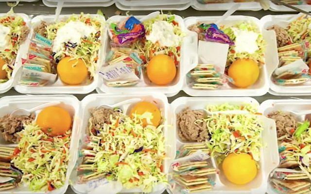 Illustration de plateaux repas servis en prison (Capture écran/YouTube)