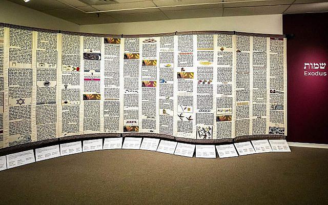 Partie de la Tapisserie de l'Esprit :  Point de Torah par l'exposition du Projet du Point au Musée du textile du Canada, septembre 2019. (Eran Aloni)