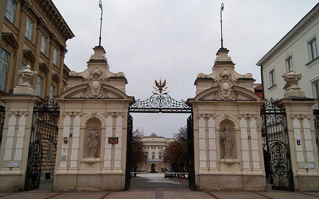 Université de Varsovie, entrée principale. (Guillaume Speurt/Wikimedia Commons/via JTA)