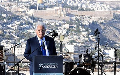 L'ambassadeur américain en Israël David Friedman s'exprime lors d'un rassemblement de chrétiens pro-israéliens à Jérusalem, le 6 octobre 2019 (Crédit : David Azagury, US Embassy Jerusalem)