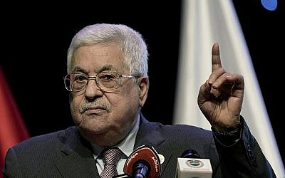 Le président de l'Autorité palestinienne Mahmoud Abbas s'exprime lors du quatrième Forum national pour la Quatrième révolution industrielle lors de l'ouverture du forum en Cisjordanie dans la ville de Ramallah, le 9 septembre 2019. (Crédit : Nasser Nasser/AP)