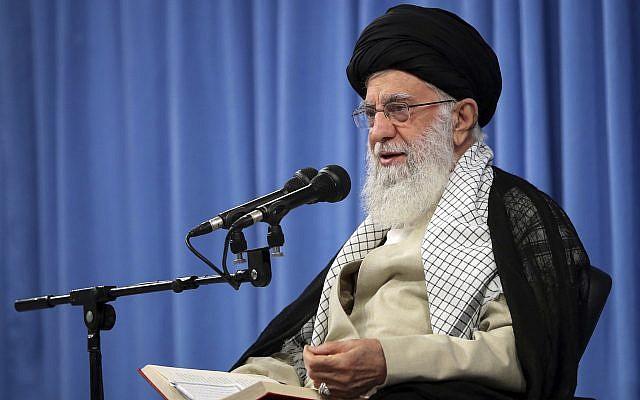 Le guide suprême iranien Ayatollah Ali Khamenei lors d'une rencontre à Téhéran en Iran, le 17 septembre 2019. (Crédit : Bureau du Guide suprême iranien via AP)