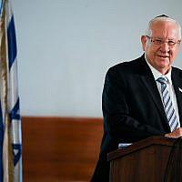 Le président Reuven Rivlin participe au service funéraire de l'ancien président décédé de la Cour suprême israélienne Meir Shamgar, à la Cour suprême de Jérusalem, le 22 octobre 2019. (Hadas Parush/Flash90)