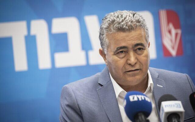 Amir Peretz, le président des Travaillistes-Gesher s'exprime lors d'une réunion du parti à la Knesset à Jérusalem le 28 octobre 2019. (Hadas Parush/Flash90)